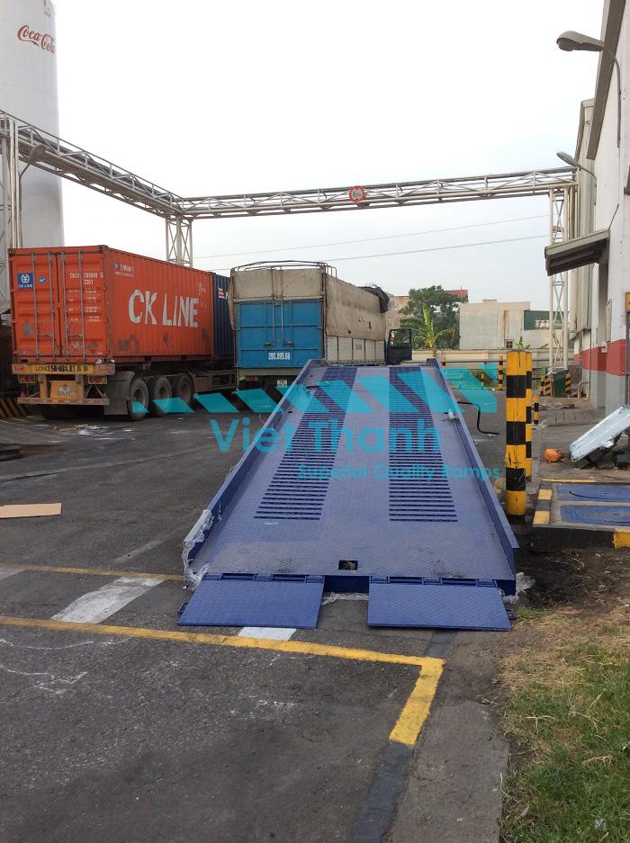 cầu lên container